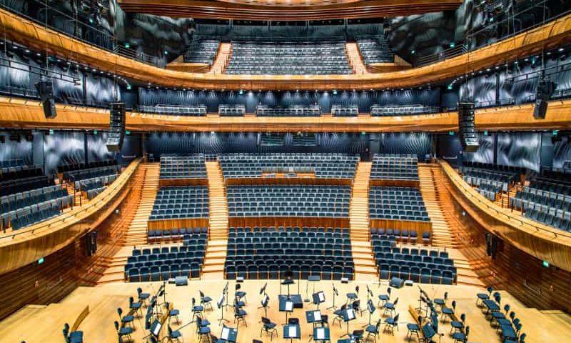 Dyfuzory akustyczne w hali koncertowej